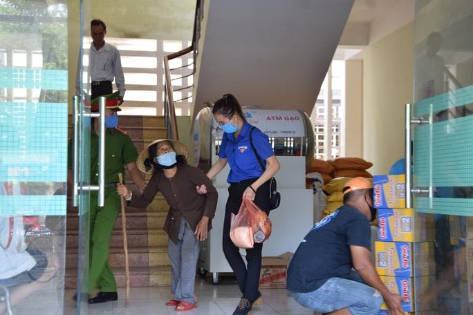 Tam Kỳ đưa vào hoạt động 3 ATM gạo giúp người nghèo - Ảnh 2.