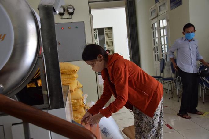 Tam Kỳ đưa vào hoạt động 3 ATM gạo giúp người nghèo - Ảnh 1.