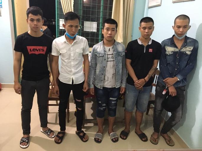 Quảng Nam: 5 nam, 1 nữ vào nhà nghỉ chơi ma túy - Ảnh 1.