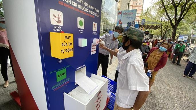 ATM thực phẩm cung cấp hơn 1.000 phần quà trong 3 ngày - Ảnh 1.