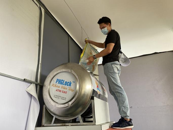 Đà Nẵng đã có 2 ATM gạo, nghiên cứu lắp thêm 4 máy phát nhu yếu phẩm - Ảnh 6.