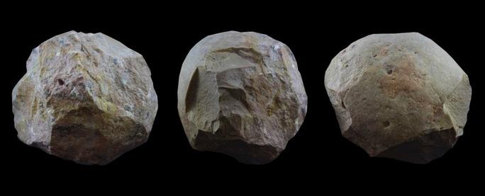 29 quả bóng đá ma quái trong hang động những loài người khác - Ảnh 1.