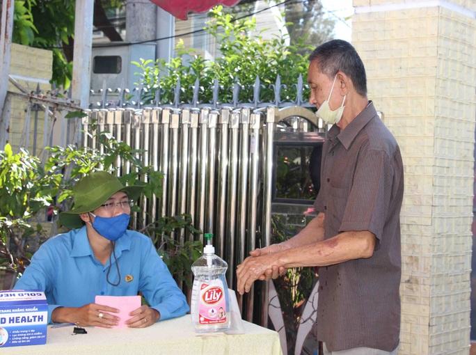 """""""ATM gạo"""" giúp mát lòng người nghèo vùng hạn mặn ở Cà Mau, Bạc Liêu và Kiên Giang - Ảnh 1."""