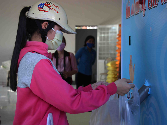 """""""ATM gạo"""" giúp mát lòng người nghèo vùng hạn mặn ở Cà Mau, Bạc Liêu và Kiên Giang - Ảnh 2."""