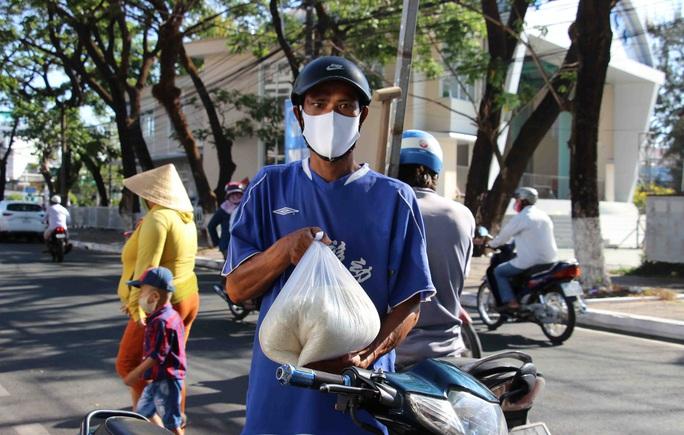 """""""ATM gạo"""" giúp mát lòng người nghèo vùng hạn mặn ở Cà Mau, Bạc Liêu và Kiên Giang - Ảnh 5."""