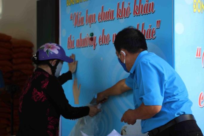 """""""ATM gạo"""" giúp mát lòng người nghèo vùng hạn mặn ở Cà Mau, Bạc Liêu và Kiên Giang - Ảnh 12."""
