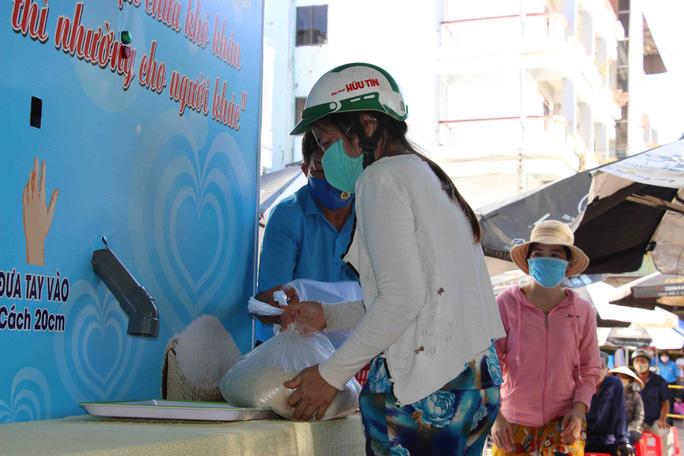 """""""ATM gạo"""" giúp mát lòng người nghèo vùng hạn mặn ở Cà Mau, Bạc Liêu và Kiên Giang - Ảnh 13."""