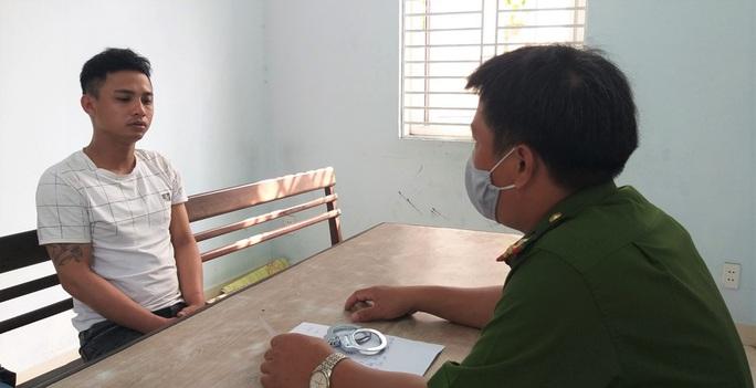 Đà Nẵng: Bắt nam thanh niên chuyên cướp giật điện thoại, dây chuyền của học sinh - Ảnh 1.