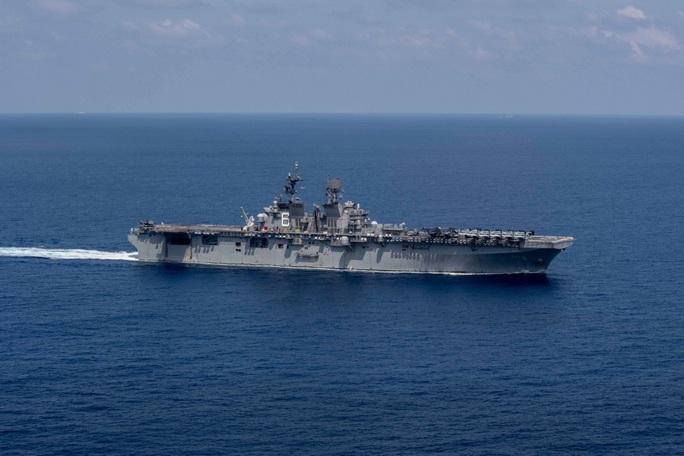 Tàu chiến đổ bộ Mỹ tiến về vùng biển có nhóm tàu Hải Dương 8 của Trung Quốc - Ảnh 1.