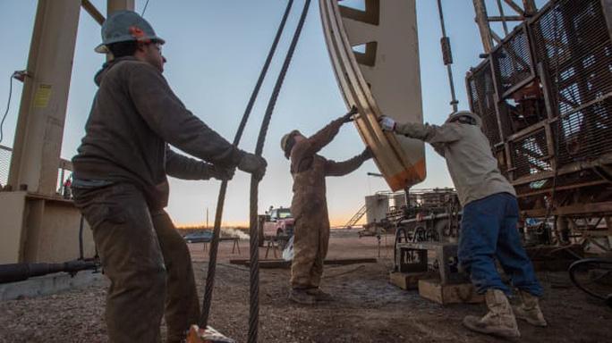 Phiên giao dịch thảm họa của giá dầu  - Ảnh 2.
