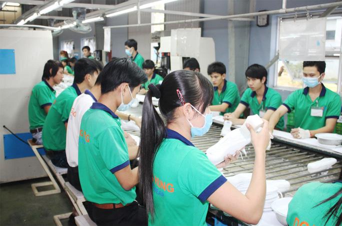 Hàng triệu lao động Việt Nam có thể bị mất việc vì Covid-19 - Ảnh 1.