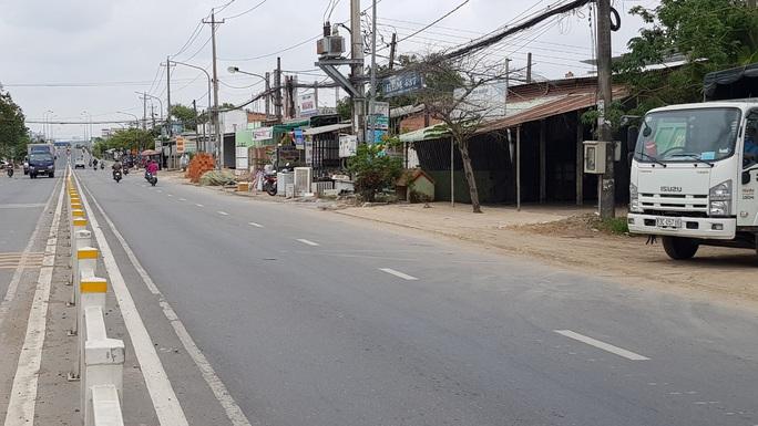 Thanh niên bị chặn đường chém chết khi chạy xe về gần tới nhà - Ảnh 1.