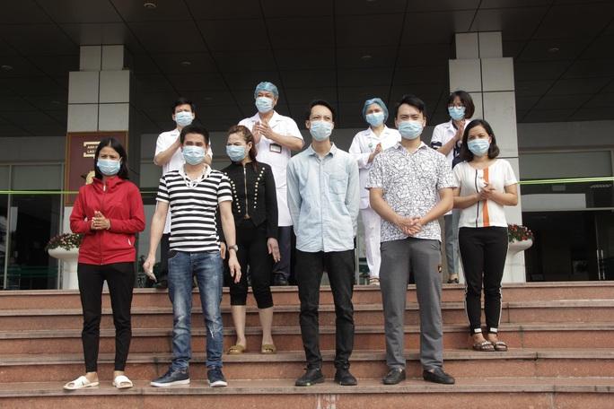 Trường hợp mắc Covid-19 sau hơn 1 tháng đến Bệnh viện Bạch Mai đã khỏi bệnh - Ảnh 1.