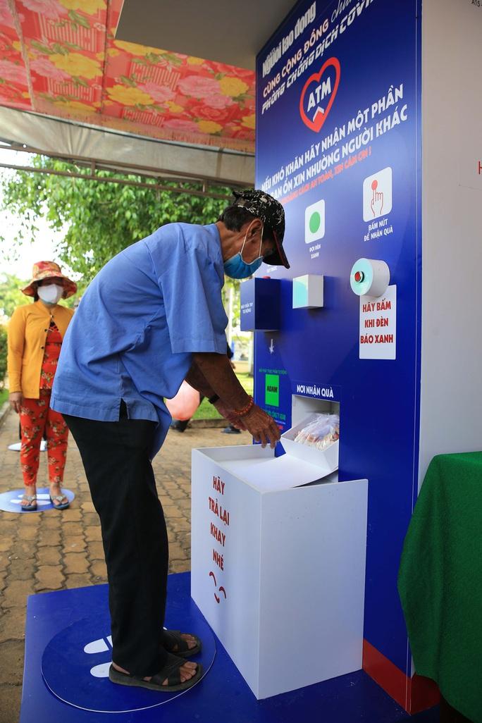 Báo Người Lao Động khai trương ATM thực phẩm miễn phí thứ 2 - Ảnh 14.