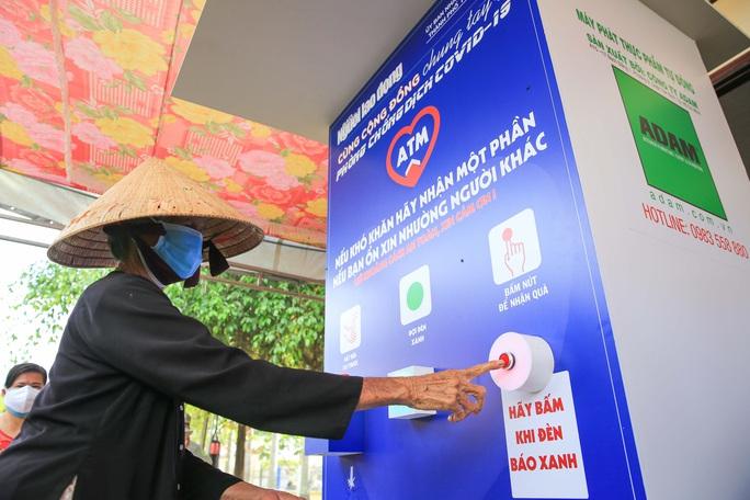 Báo Người Lao Động khai trương ATM thực phẩm miễn phí thứ 2 - Ảnh 15.