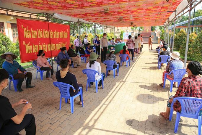 Báo Người Lao Động khai trương ATM thực phẩm miễn phí thứ 2 - Ảnh 12.