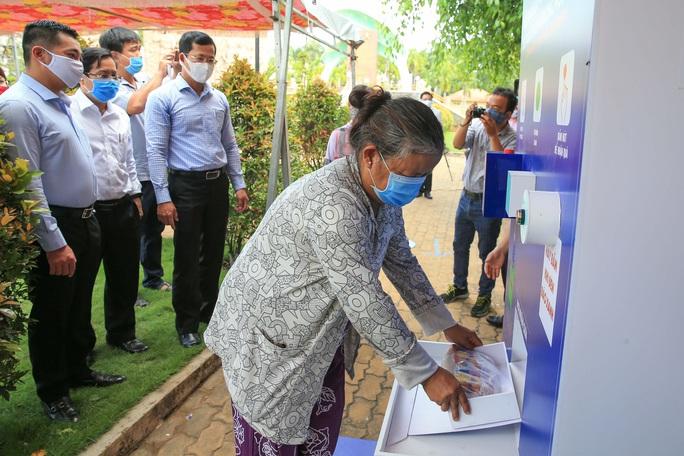 Báo Người Lao Động khai trương ATM thực phẩm miễn phí thứ 2 - Ảnh 13.