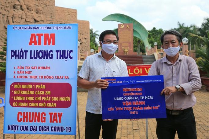 Báo Người Lao Động khai trương ATM thực phẩm miễn phí thứ 2 - Ảnh 2.