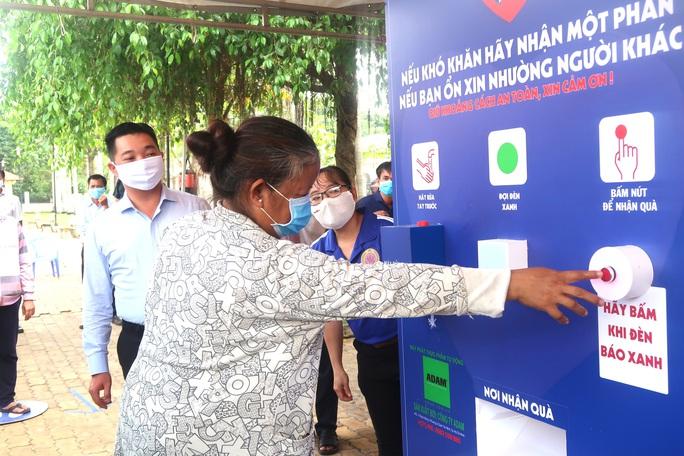 Báo Người Lao Động khai trương ATM thực phẩm miễn phí thứ 2 - Ảnh 6.
