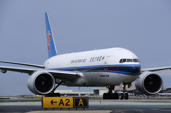 Đến Trung Quốc lấy vật tư y tế, nhiều máy bay về không - Ảnh 1.