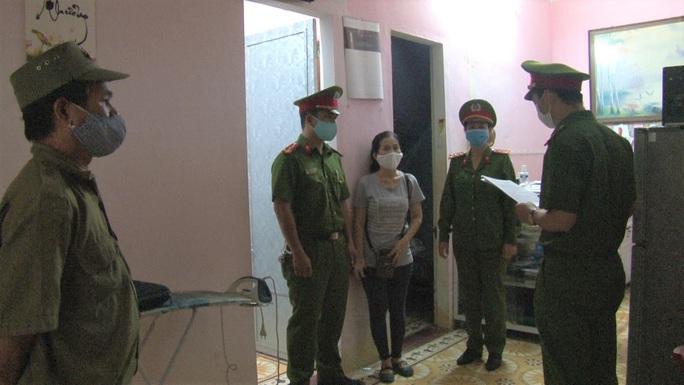 Người phụ nữ bị bắt vì lừa đảo gần 500 triệu đồng - Ảnh 1.