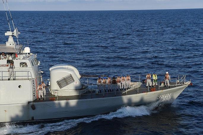 Malaysia bị thách thức từ Trung Quốc ở biển Đông - Ảnh 1.