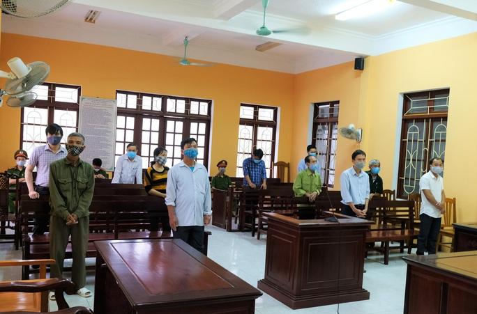 Thiếu trách nhiệm, 3 cựu cán bộ huyện ở Thanh Hóa chia nhau 18 tháng tù - Ảnh 1.