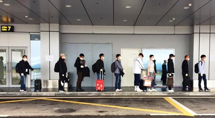 Chuyến bay chở 240 chuyên gia công ty LG của Hàn Quốc hạ cánh sân bay Vân Đồn - Ảnh 5.