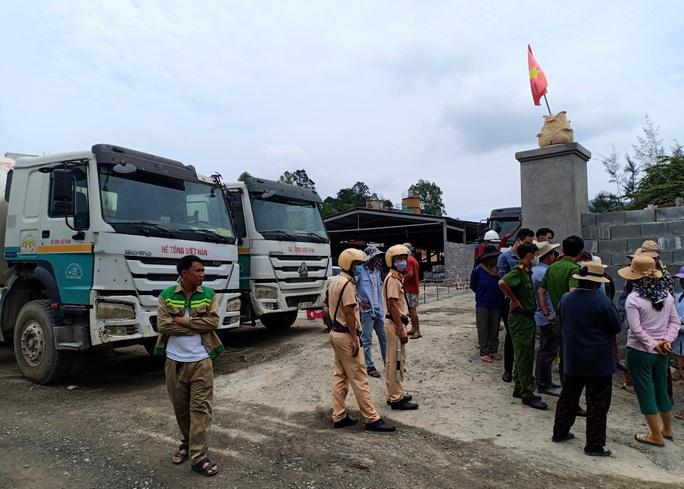 Đà Nẵng: Dân chặn xe bồn bê tông, doanh nghiệp đâm đơn tố cáo - Ảnh 2.