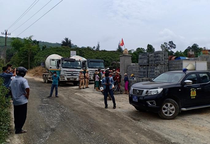 Đà Nẵng: Dân chặn xe bồn bê tông, doanh nghiệp đâm đơn tố cáo - Ảnh 3.