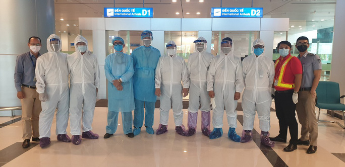 215 người Việt từ Singapore về nước tại sân bay Cần Thơ như thế nào? - Ảnh 1.