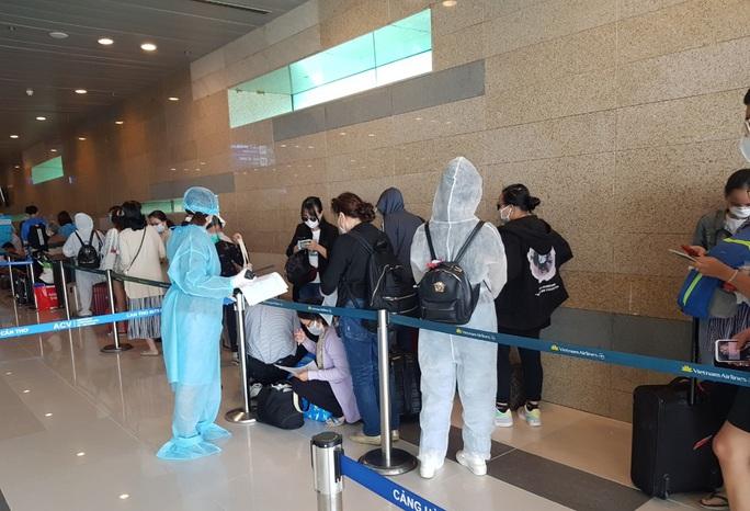 215 người Việt từ Singapore về nước tại sân bay Cần Thơ như thế nào? - Ảnh 9.
