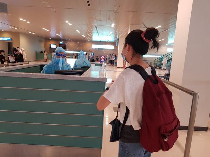 215 người Việt từ Singapore về nước tại sân bay Cần Thơ như thế nào? - Ảnh 10.