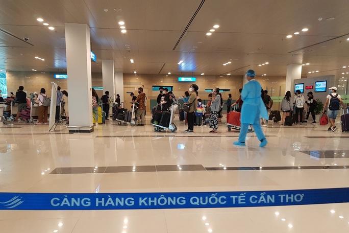 215 người Việt từ Singapore về nước tại sân bay Cần Thơ như thế nào? - Ảnh 13.