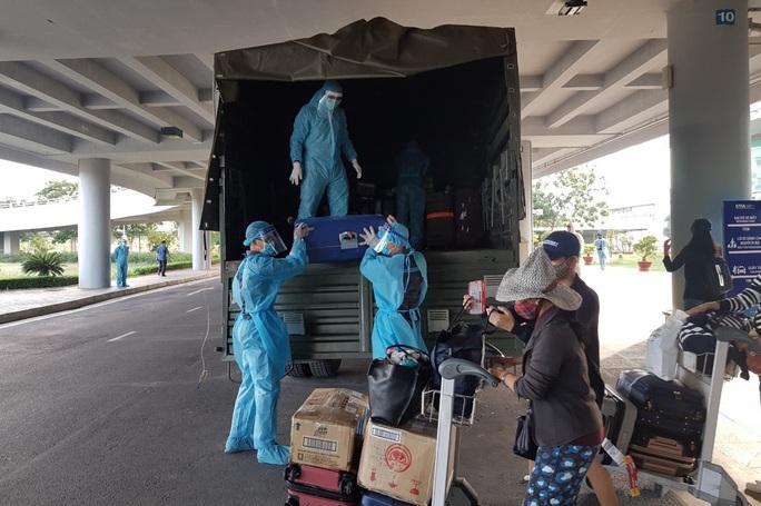 215 người Việt từ Singapore về nước tại sân bay Cần Thơ như thế nào? - Ảnh 14.
