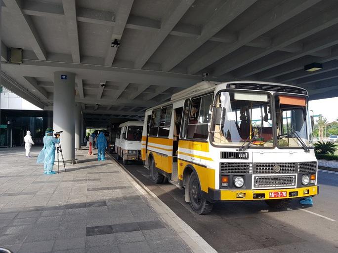 215 người Việt từ Singapore về nước tại sân bay Cần Thơ như thế nào? - Ảnh 16.