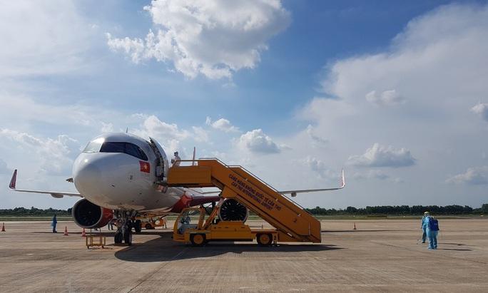 215 người Việt từ Singapore về nước tại sân bay Cần Thơ như thế nào? - Ảnh 3.