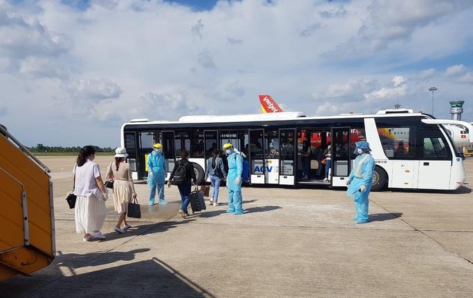 215 người Việt từ Singapore về nước tại sân bay Cần Thơ như thế nào? - Ảnh 6.