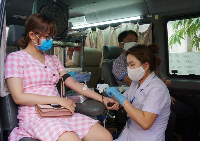 CNVC-LĐ hiến máu tình nguyện - Ảnh 1.