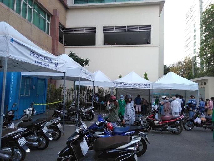 COVID-19: TP HCM cho phép cơ sở y tế tư nhân hoạt động lại - Ảnh 1.