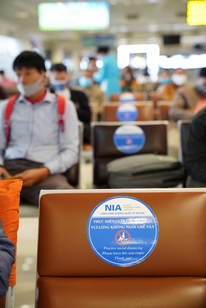 Chuyến bay tăng trở lại, sân bay Nội Bài thực hiện giãn cách ra sao? - Ảnh 7.