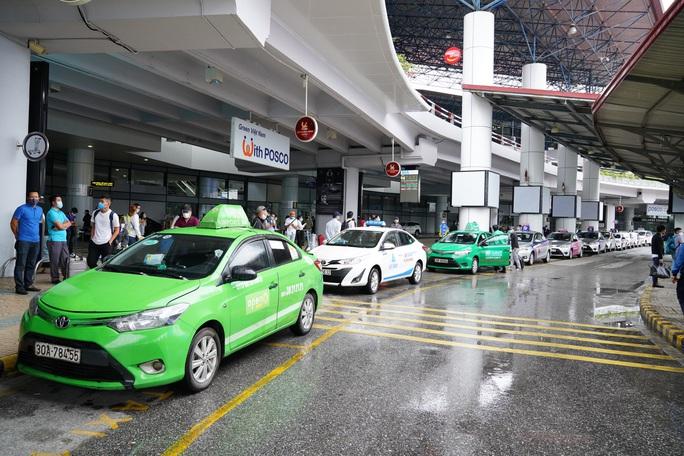Chuyến bay tăng trở lại, sân bay Nội Bài thực hiện giãn cách ra sao? - Ảnh 9.