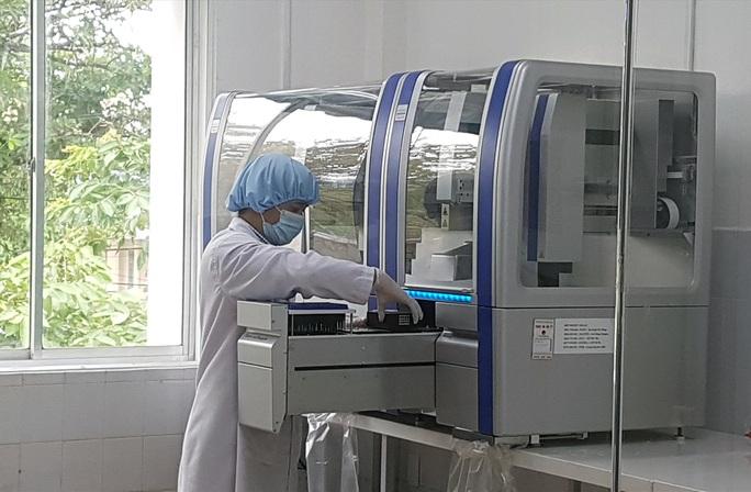 Mua máy xét nghiệm 7,23 tỉ đồng: Đề nghị kiểm điểm Giám đốc Sở Y tế, Sở Tài chính - Ảnh 1.