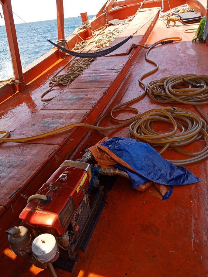 """Chi cục Thủy sản Cà Mau vén màn """"bí mật"""" bên trong 9 khoang của tàu cá - Ảnh 2."""