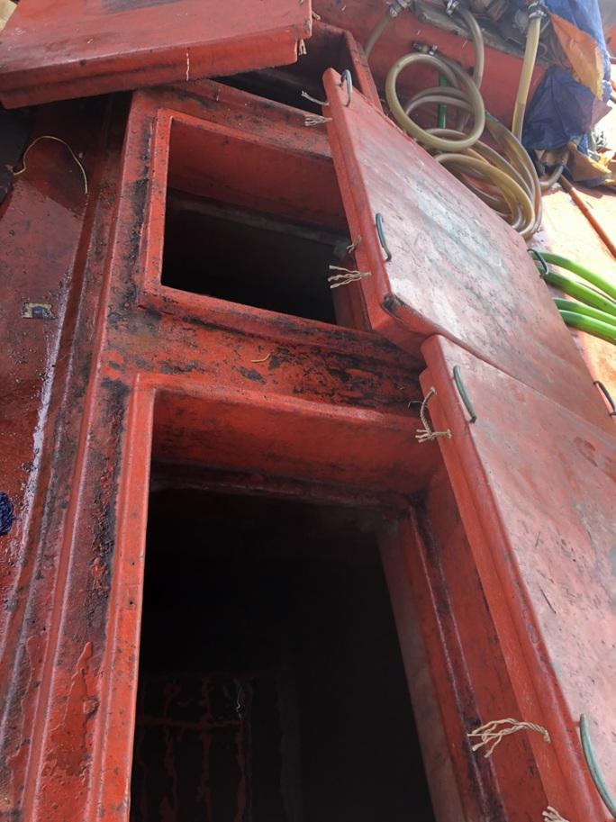"""Chi cục Thủy sản Cà Mau vén màn """"bí mật"""" bên trong 9 khoang của tàu cá - Ảnh 5."""