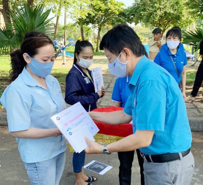 Chuyến xe CEP - Chia sẻ yêu thương đến với công nhân các KCX-KCN - Ảnh 1.