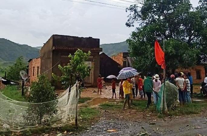 Lâm Đồng: Lốc xoáy đầu mùa mưa hàng chục căn nhà bị tốc mái - Ảnh 2.
