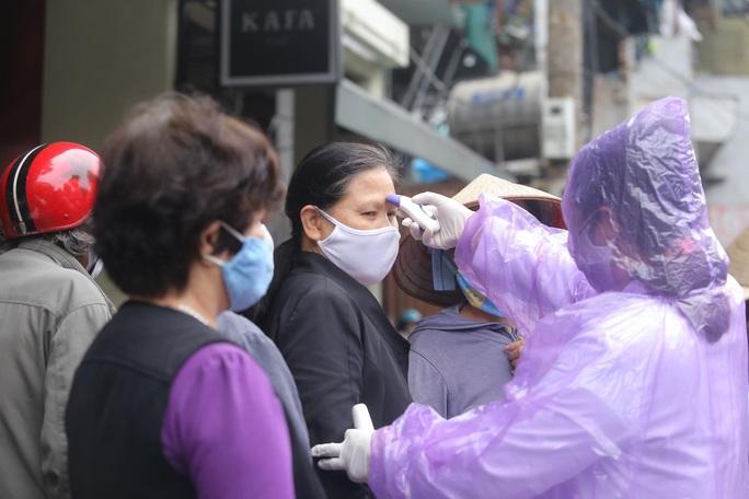 Báo Người Lao Động khai trương cây ATM thực phẩm miễn phí tại Hà Nội - Ảnh 9.