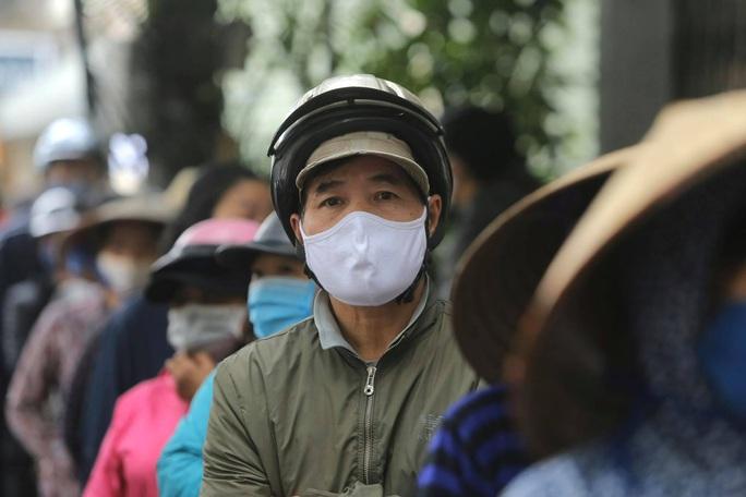 Báo Người Lao Động khai trương cây ATM thực phẩm miễn phí tại Hà Nội - Ảnh 12.