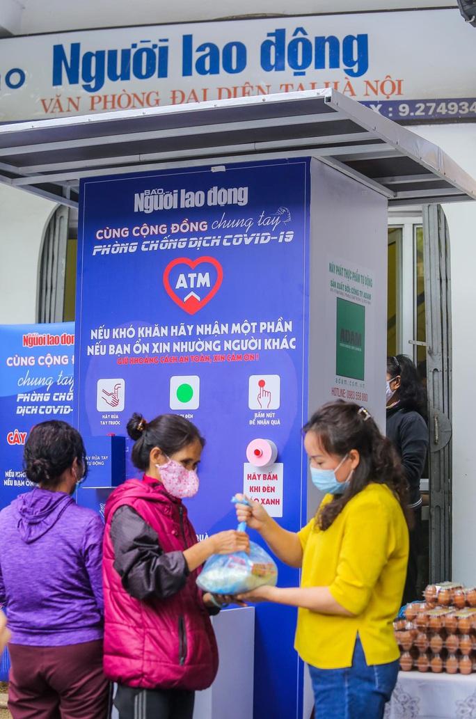 Báo Người Lao Động khai trương cây ATM thực phẩm miễn phí tại Hà Nội - Ảnh 25.
